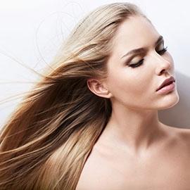 Astuce et produits pour densifier des cheveux fins