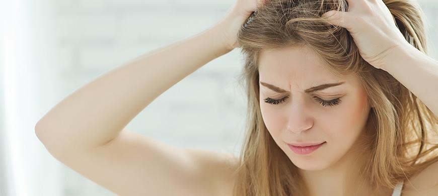 Cheveux gras : comment y remédier ?